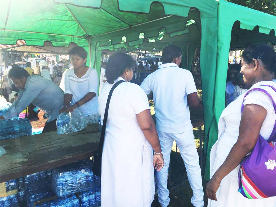 25000-bottles-of-mineral-water-given-away-at-ruwanweli-seya-blackpool-nuwaraeliya (8)